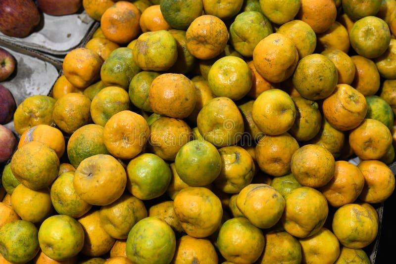 Fruits d'oranges à vendre le marché image libre de droits