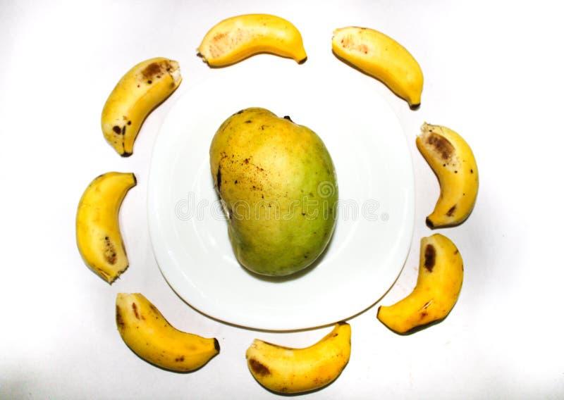 Fruits de mangue et de banane photographie stock libre de droits