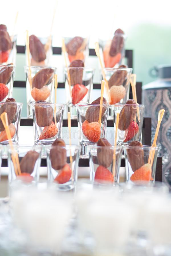 Fruits de paume de datte sèche ou kurma, nourriture de Ramadan avec l'utilisation de lait dans le jour du mariage photo libre de droits