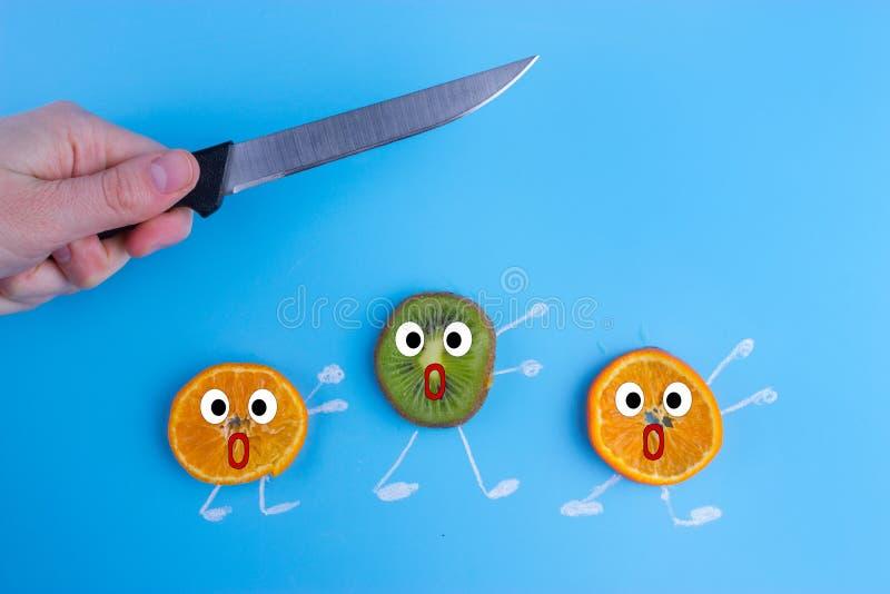Fruits effrayés d'un couteau images stock