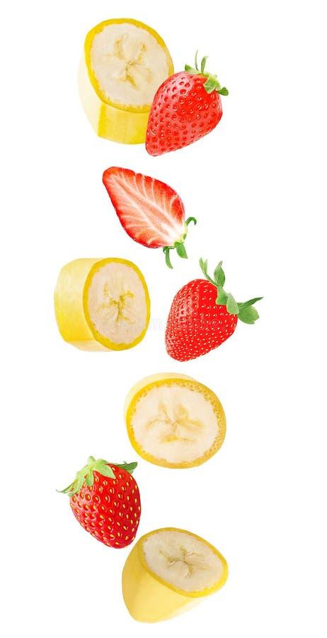 Fruits en baisse de banane et de fraise d'isolement sur le backgroun blanc photo libre de droits