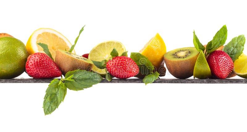 Fruits et feuilles juteux de menthe poivr?e photo libre de droits