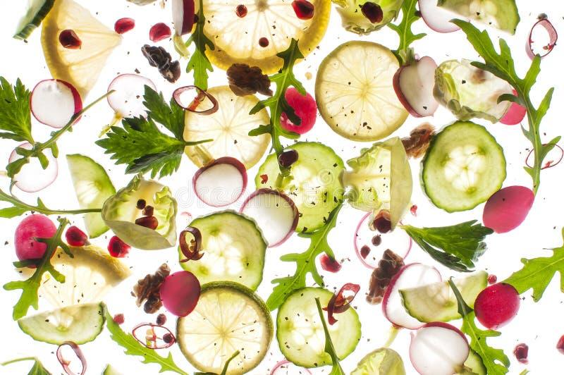 Fruits et légumes de vol sur un fond blanc photographie stock libre de droits