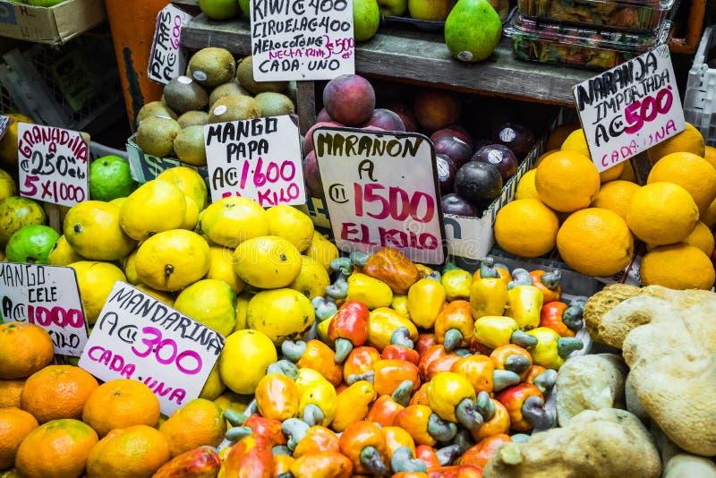 Fruits et légumes marché du ` s d'agriculteur San Jose, Costa Rica, tro photos libres de droits