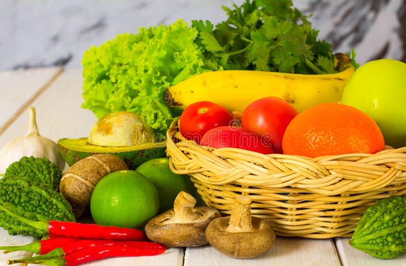 Fruits et légumes multicolores photos libres de droits