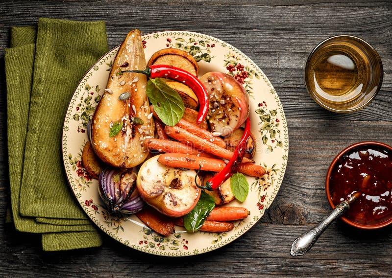 Fruits et légumes rôtis photos libres de droits