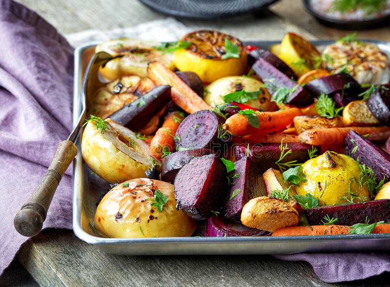 Fruits et légumes rôtis photographie stock libre de droits