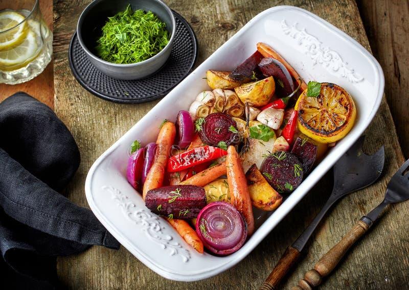Fruits et légumes rôtis photo libre de droits