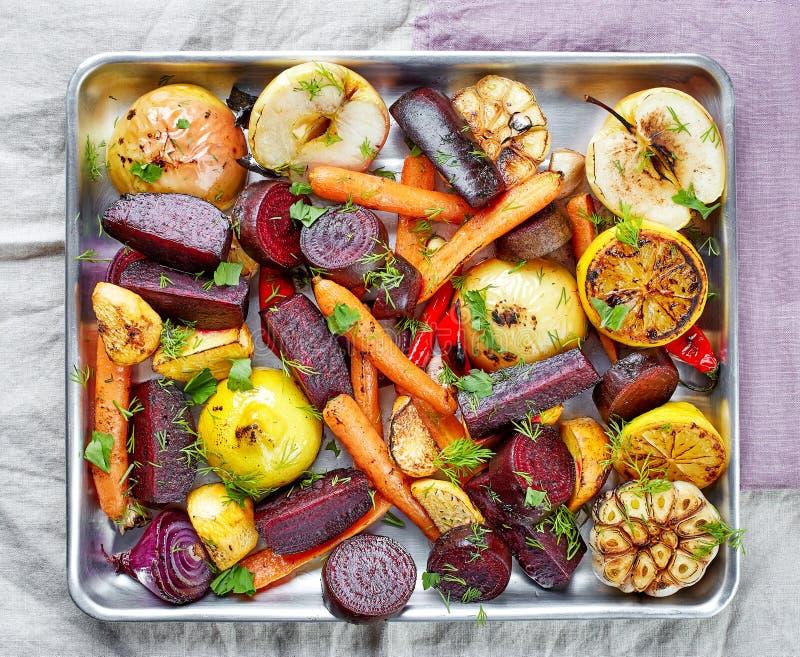 Fruits et légumes rôtis images stock