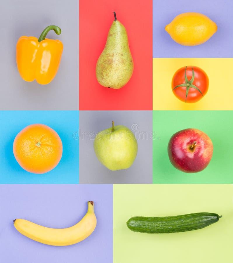 Fruits et légumes sur les milieux colorés photographie stock libre de droits