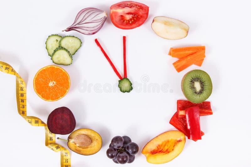 Fruits frais avec des légumes Modes de vie et concept sains de résolutions de nouvelle année photos stock