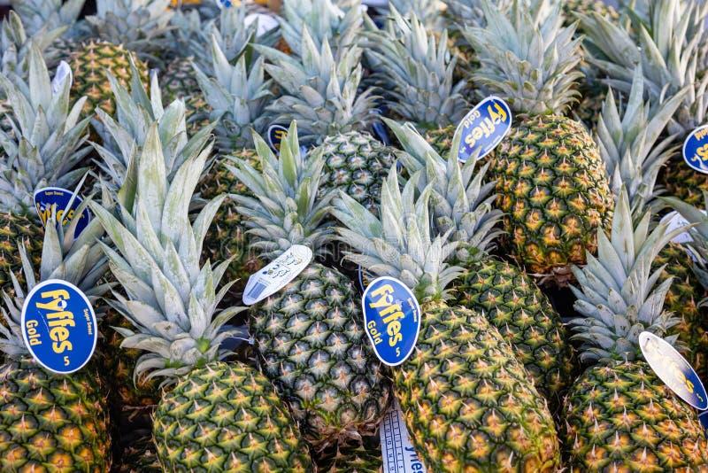 Fruits frais d'ananas à un marché local, fond, texture image libre de droits