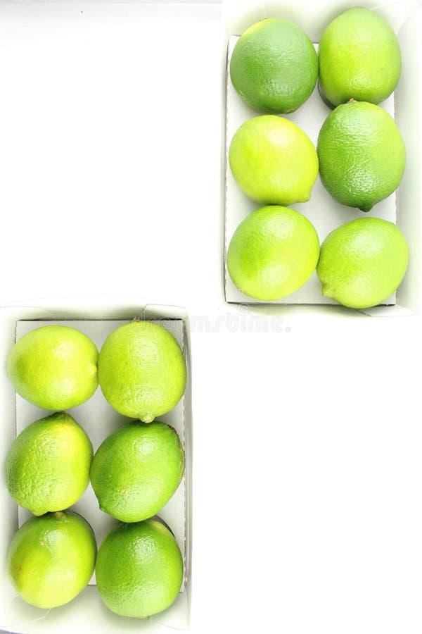 Fruits frais de chaux dans des bo?tes photo libre de droits