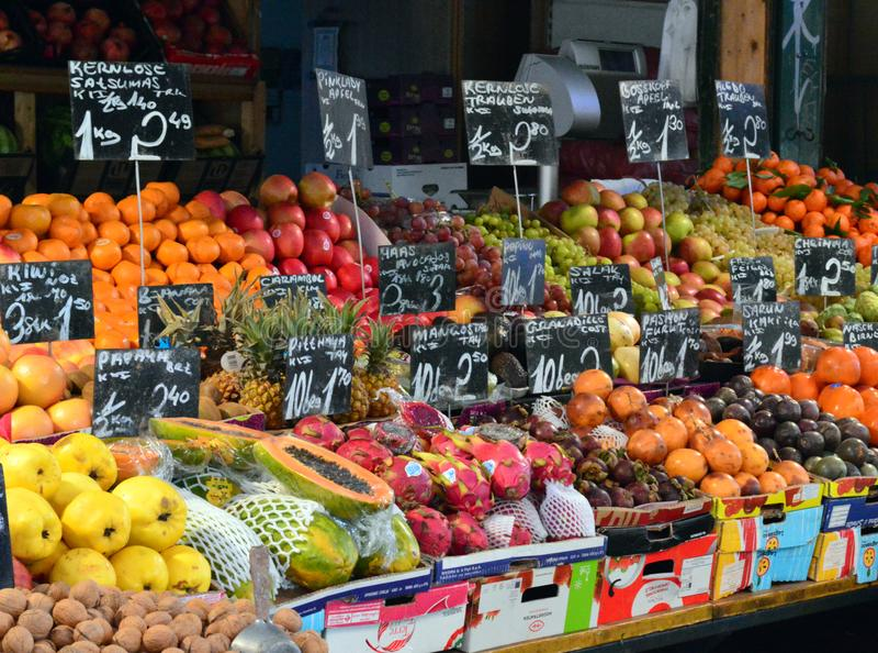 Fruits juteux à vendre Naschmarkt Vienne photos stock