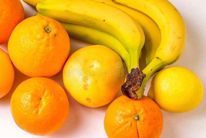 Fruits organiques sains jaunes image libre de droits