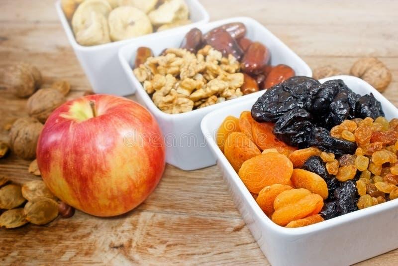 Fruits organiques secs images stock