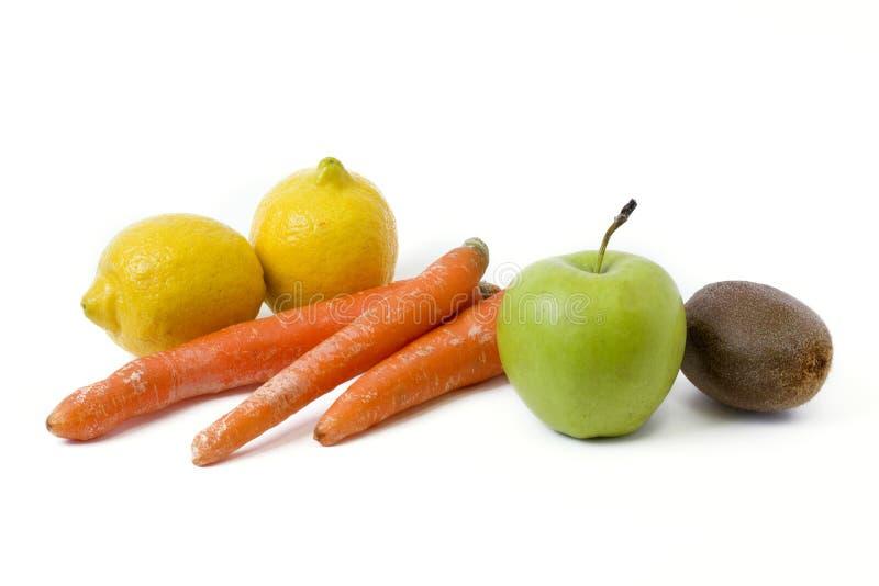 Fruits sur un fond blanc Citron avec des pommes et kiwi sur le fond blanc Kiwi avec le citron sur un fond blanc images stock