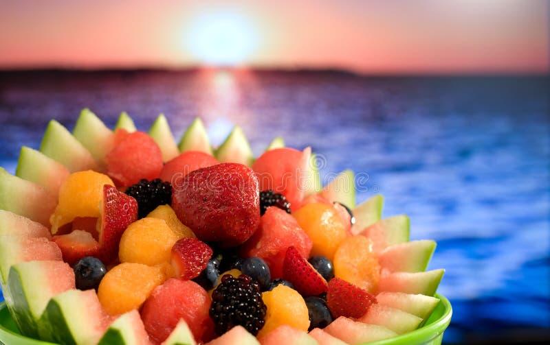 Fruitsalade bij Oceaan royalty-vrije stock fotografie