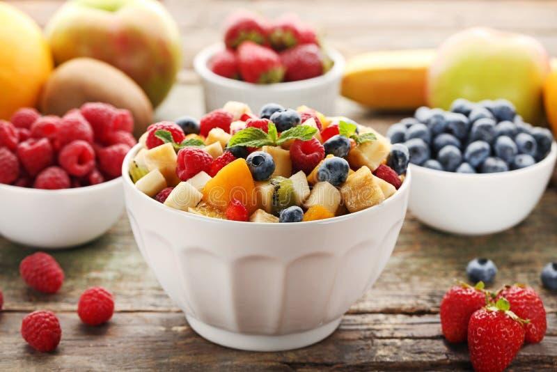 Fruitsalade in Kom royalty-vrije stock afbeelding