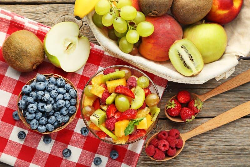 Fruitsalade in Kom royalty-vrije stock foto