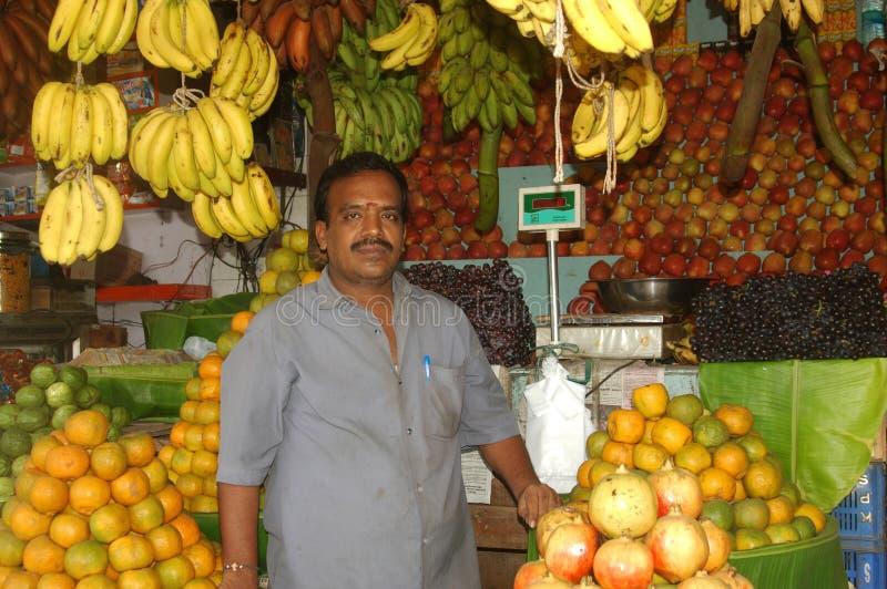 Fruitverkoper in India stock afbeelding