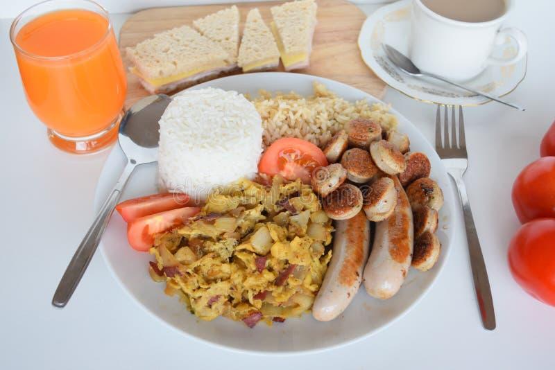 Frukost enkel frukost, asiatisk frukost, filippinsk frukost, traditionell filippinsk frukost arkivbilder