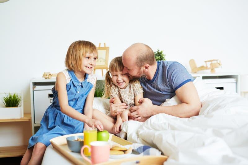 Frukost för fader royaltyfria foton