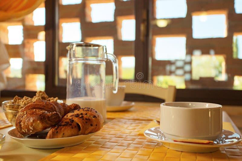 Frukost i tuscany arkivfoton