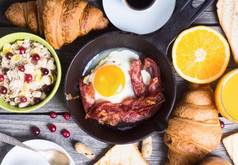 Frukost med ägg royaltyfri foto