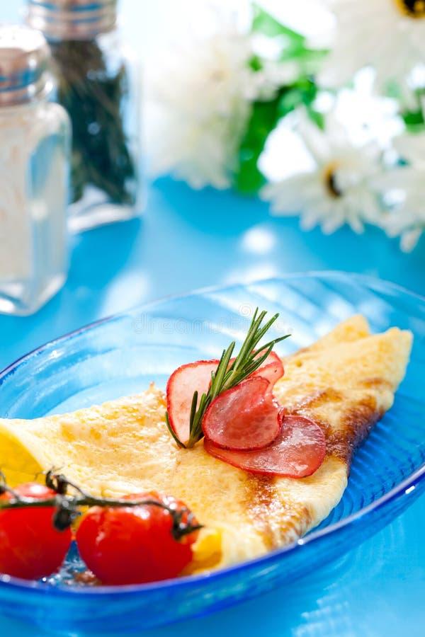 Frukost med omelett arkivfoton