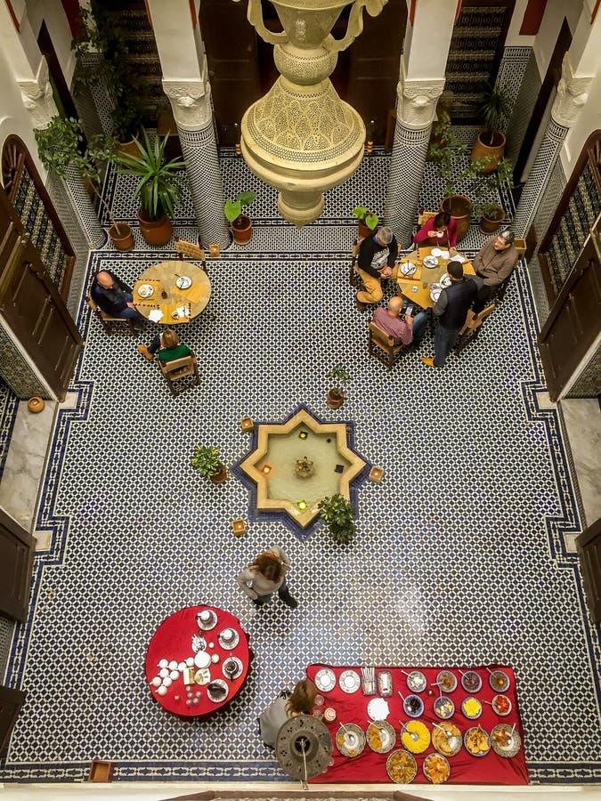 Frukostera i Morocoo i en razzia som beskådas från över arkivfoto