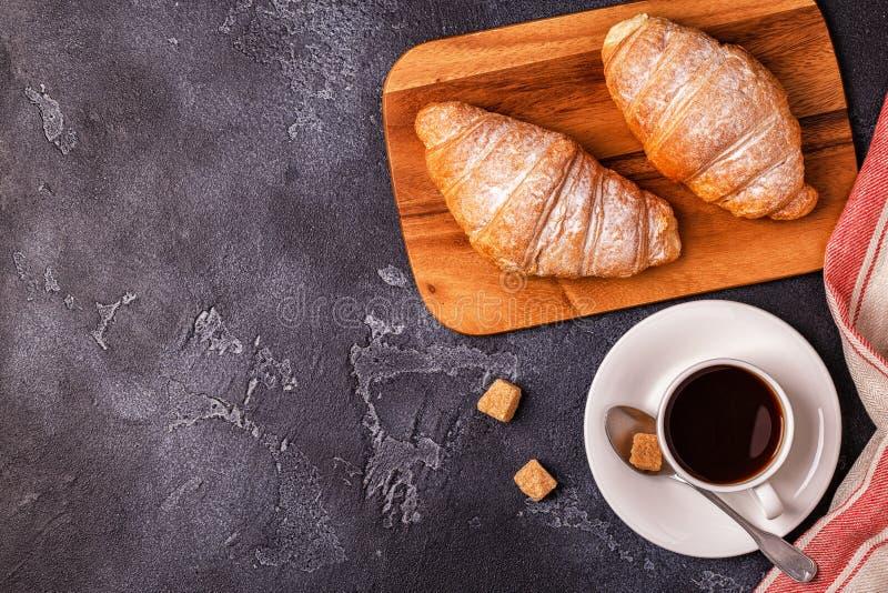 Frukostera med nya giffel, orange fruktsaft och kaffe royaltyfri fotografi