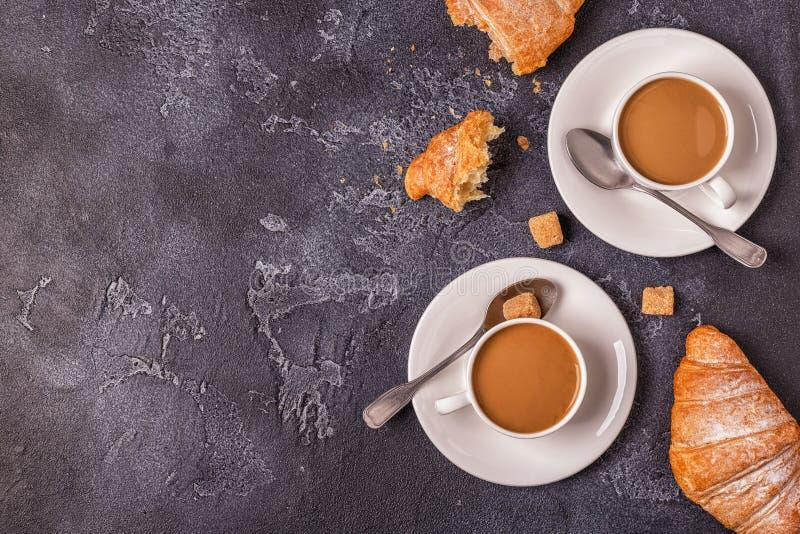Frukostera med nya giffel, orange fruktsaft och kaffe royaltyfria foton