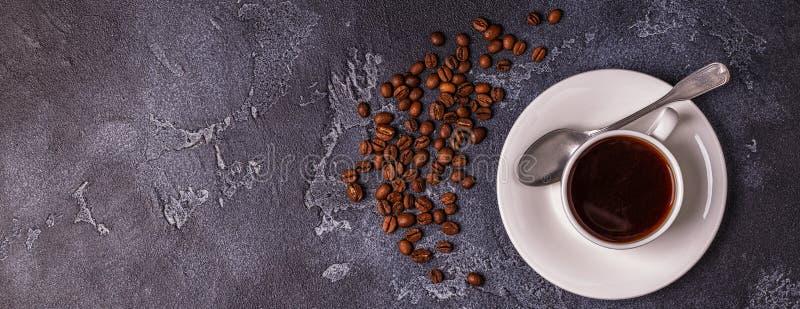 Frukostera med nya giffel, orange fruktsaft och kaffe arkivfoto