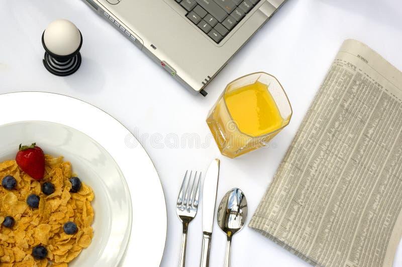 frukostworking royaltyfri bild