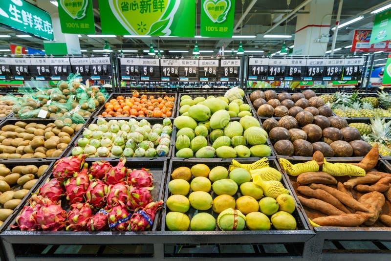 Frukt för objekt för detaljhandel för Kina hangzhou wal-marknad supermarket arkivbilder