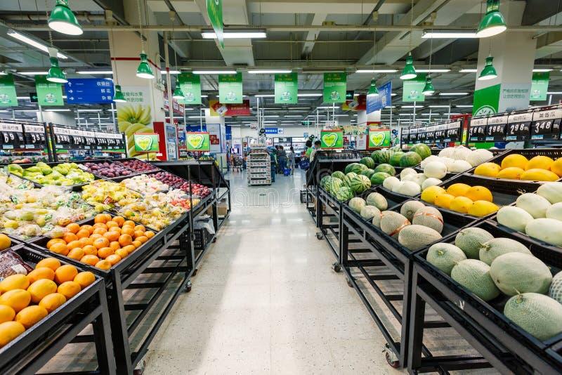 Frukt för objekt för detaljhandel för Kina hangzhou wal-marknad supermarket royaltyfri foto