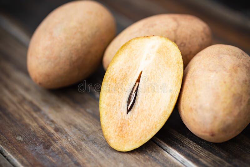 Frukt för Sapodillaplommon, exotiskt thailändskt fruktLalynne arkivbilder