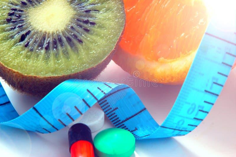 Frukt för viktförlust, meter - en apparat för att mäta längd royaltyfria bilder