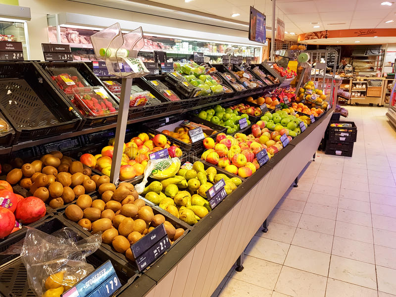 Frukt i supermarket arkivbilder