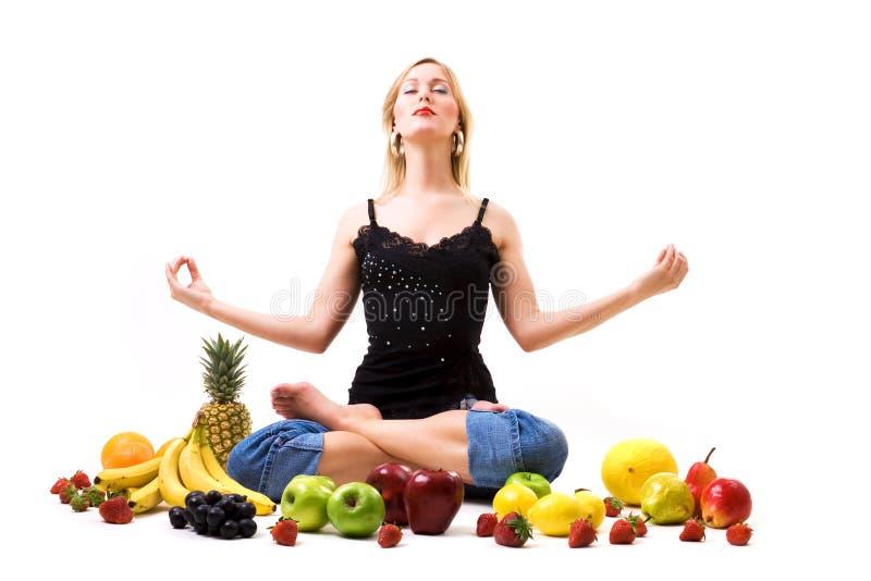 frukt- meditation royaltyfria foton