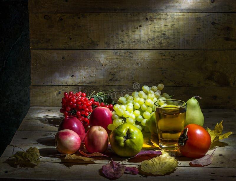 Frukt och fruktfruktsaft royaltyfria foton