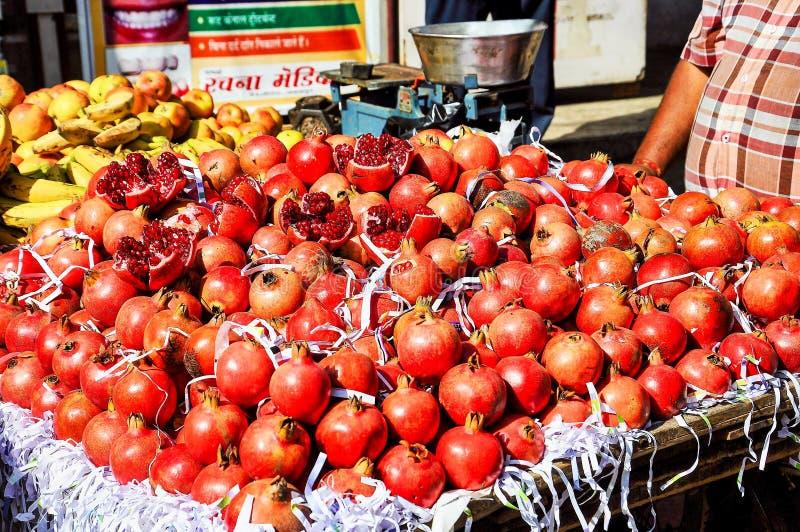 Frukt- och grönsakmarknad i Udaipur, Rajasthan Indien arkivbilder