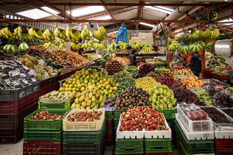 Frukt- och grönsakmarknad, Paloquemao, Bogota Colombia royaltyfri fotografi
