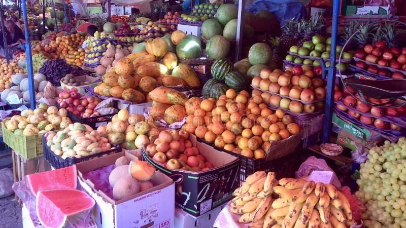 Frukt- och grönsakmarknad, Sucre Bolivia royaltyfri fotografi