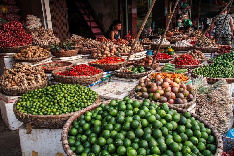 Frukt- och grönsakmarknaderna av hanoi, Vietnam arkivbild
