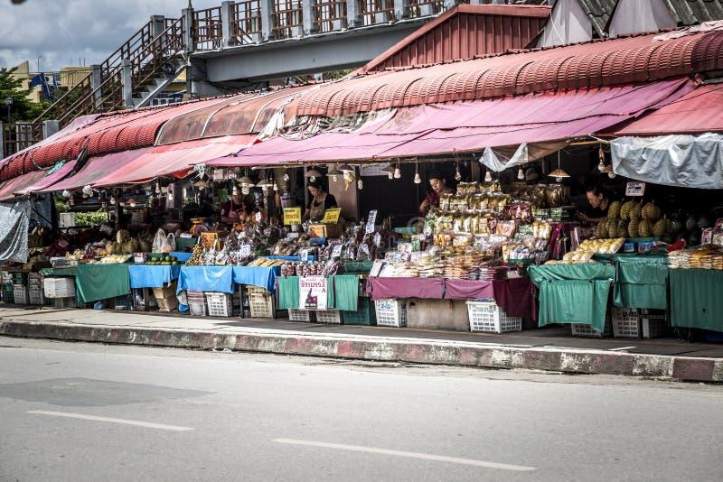 Frukt- och grönsaksäljare i Chiang Mai Thailand arkivfoton