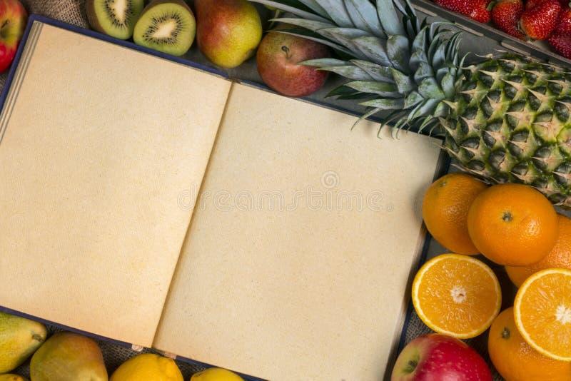 Frukt och mellanrumsreceptbok - utrymme för text arkivfoton