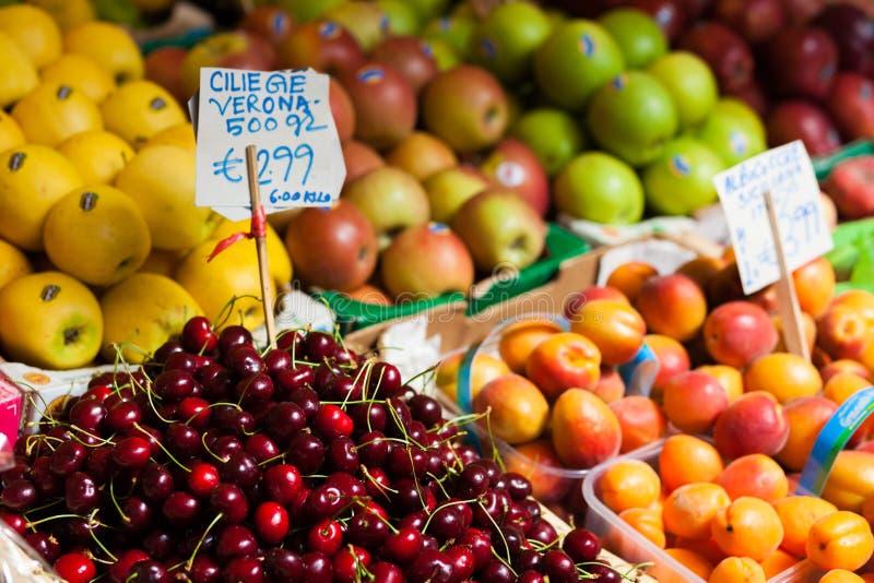 Frukt på marknaden i Venedig royaltyfri fotografi