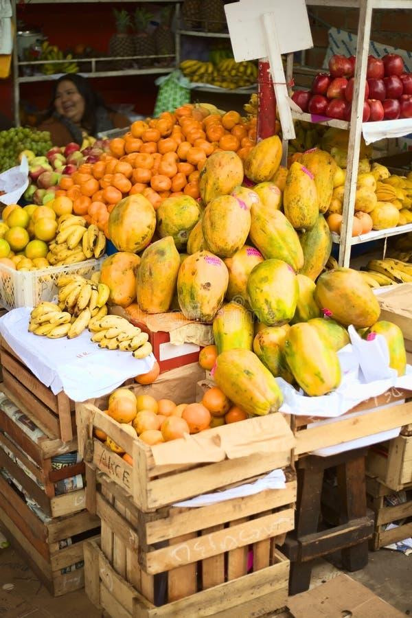 Fruktaffär i Surquillo, Lima, Peru royaltyfria foton